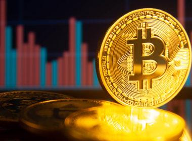 Bitcoin logra llegar a los $55,000 por primera vez desde mayo